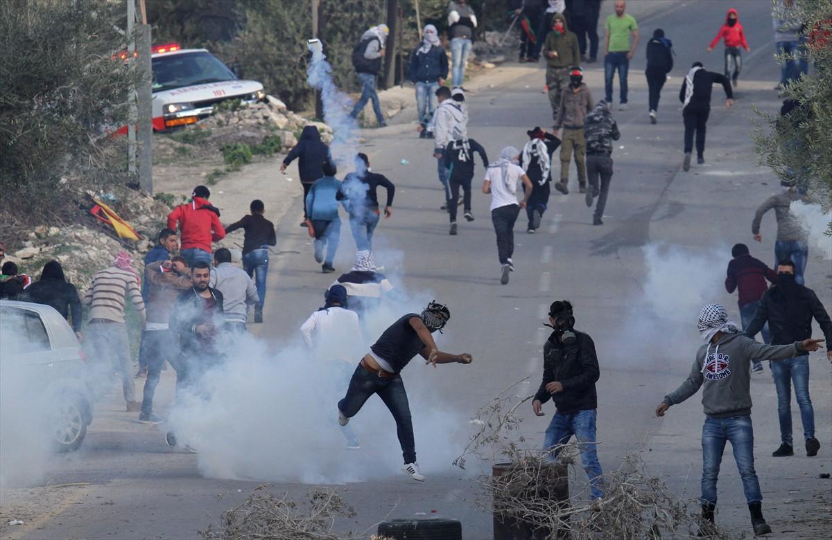مواجهات بين فلسطينيين وقوات الجيش الإسرائيلي احتجاجا على قرارات ترامب بحق القدس