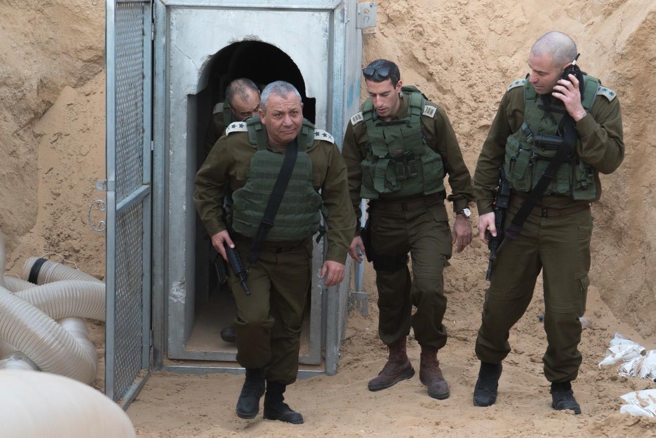 شاهد: رئيس أركان الجيش الإسرائيلي يتجول في غلاف غزة