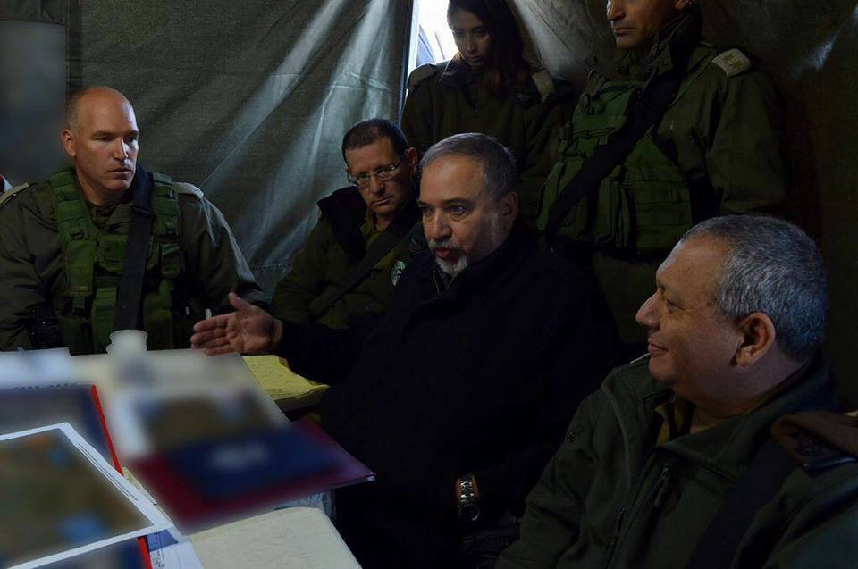 ليبرمان في جولة لغلاف غزة، وزيارة للواء المدرعات 460
