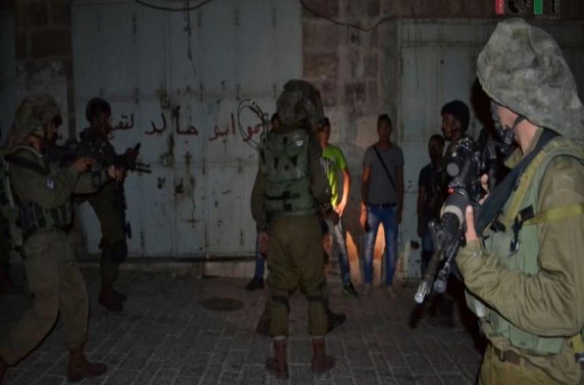 الجيش الإسرائيلي يعتقل 4 مواطنين ويصادر أموالاً من بالضف