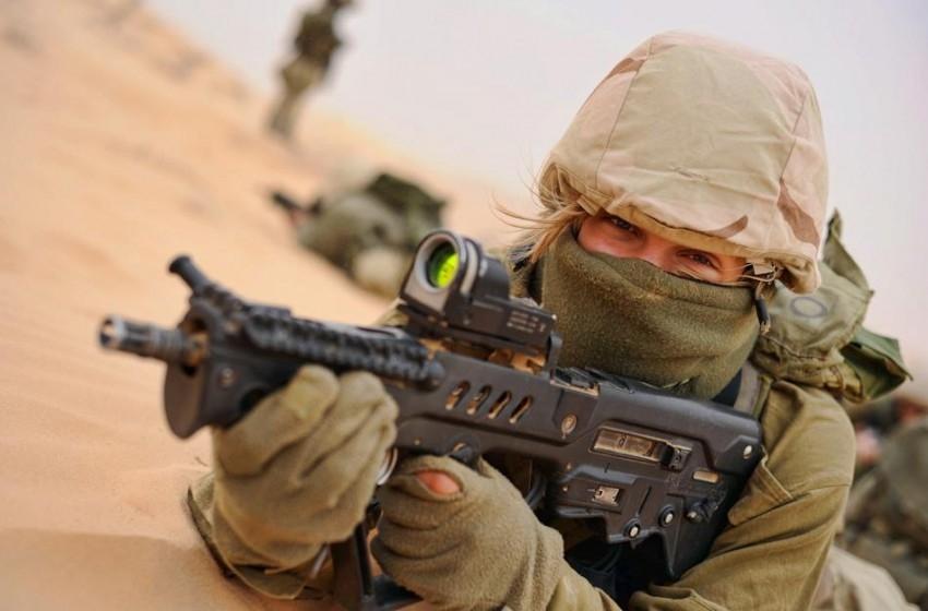 """الجيش الإسرائيلي يقصي بندقية """"تافور"""" من الخدمة"""