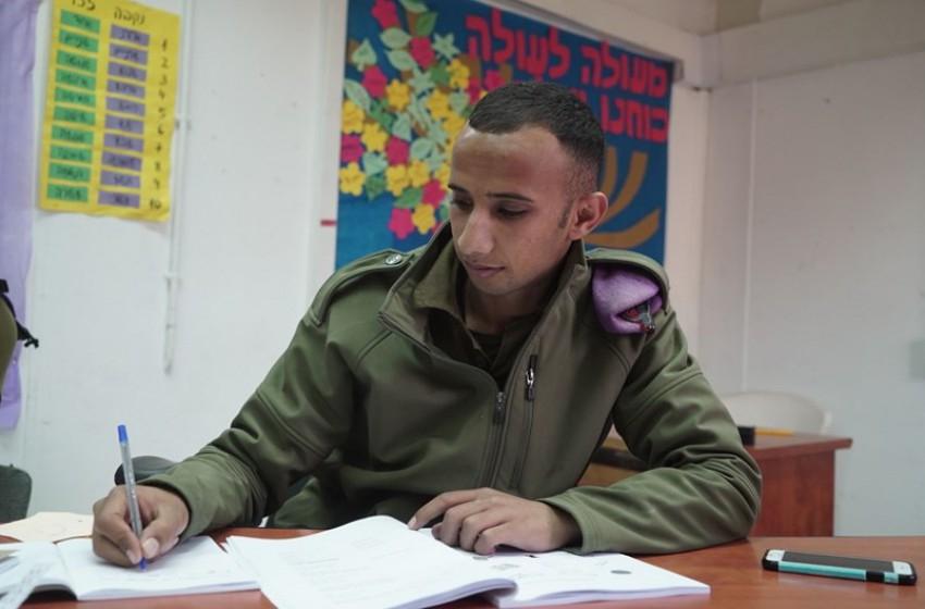 الجيش يعكف على تدريب جنوده البدو اللغة العبرية