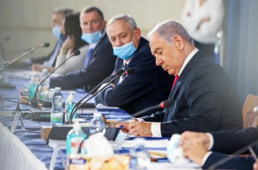 """نتنياهو: تشكيل غانتس لجنة تحقيق بملف الغواصات """"عار كبير"""""""