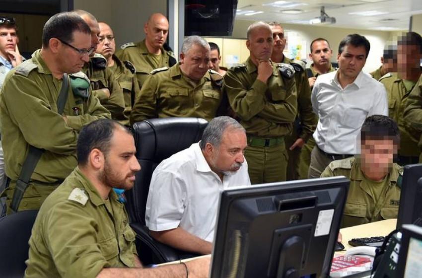 ليبرمان يجري مشاورات حول آخر التطورات في غزة