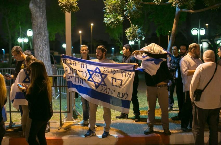 اليمين الإسرائيلي صامت أمام فشل نتنياهو في التعامل مع الوضع الأمني