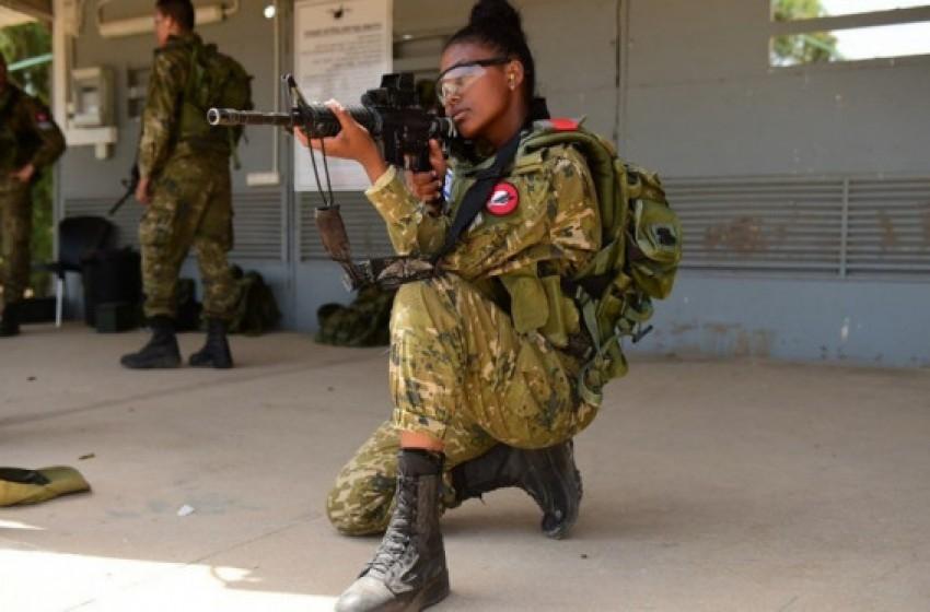 الجيش يقرر بتجميد الانتقال إلى الزي الميداني المموه.. لهذا السبب