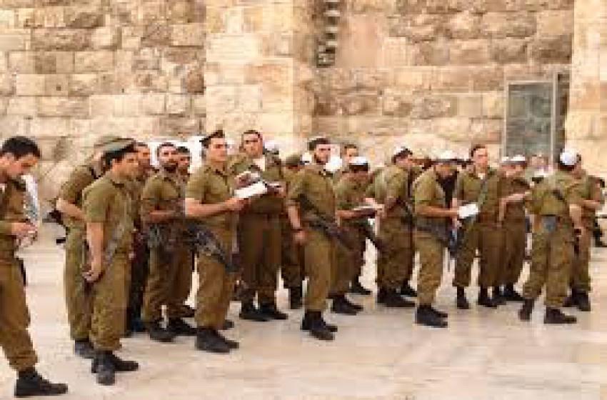 هآرتس: حوالي 7000 جندي يتهربون من الخدمة العسكرية سنويا