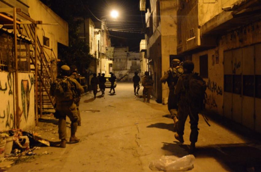 اعتقال أربعة فلسطينيين بالضفة الغربية ليلا