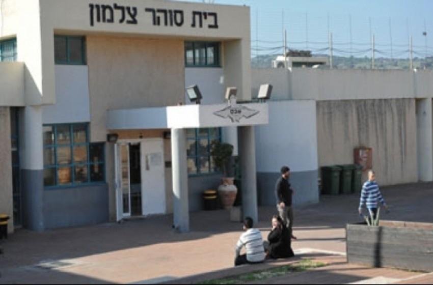 سجانة إسرائيلية تقيم علاقات جنسية مع سجناء جنائيين