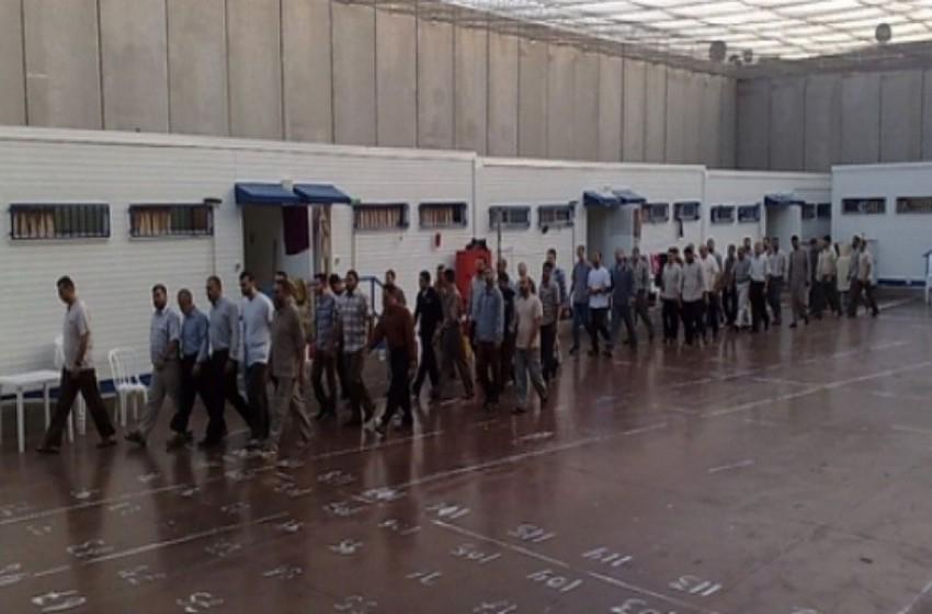 """مصلحة السجون """"الإسرائيلية"""" تمنع الأسرى المرضى من لقاء الأطباء"""