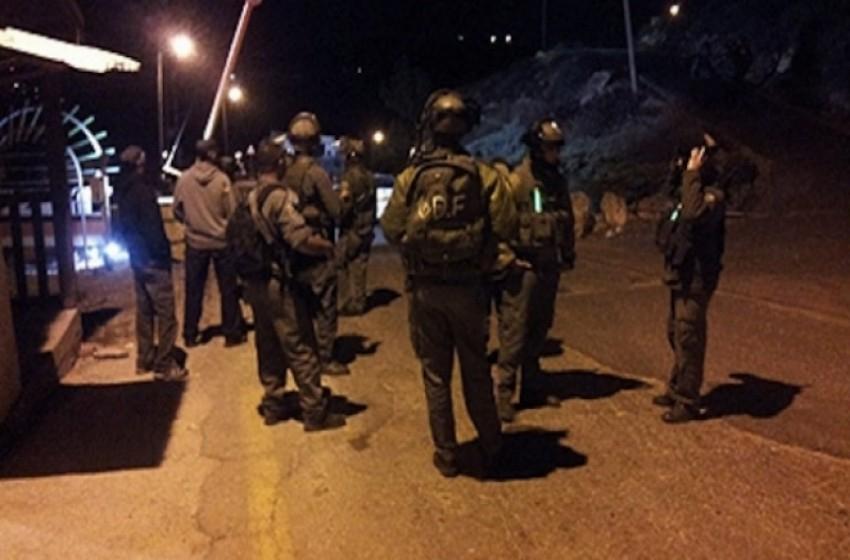 """""""الجيش الإسرائيلي"""" يعتقل 26 فلسطينياً في الضفة الغربية"""