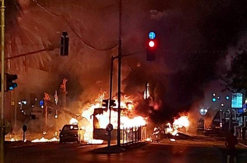 إصابة 3 إسرائيليين باستهداف حافلة بحولون في تل أبيب