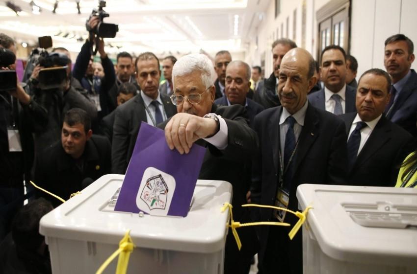 توقعات إسرائيلية سوداوية حول وراثة عباس
