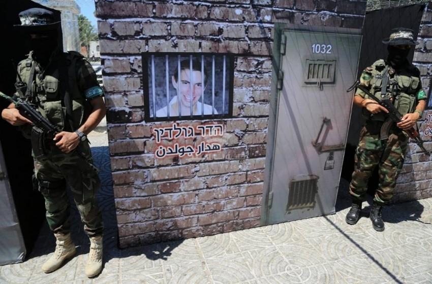 """""""هآرتس"""" تدعو لاقتناص فرصة مبادرة حماس حول الأسرى"""