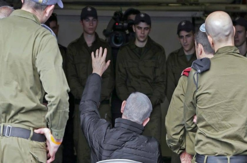 في خضم النضال ضد غانتس .. يدمر نتنياهو الخط الفاصل بين الأمن والدعاية
