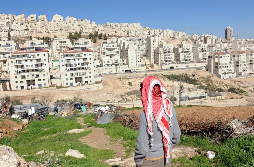 دراسة إسرائيلية تحذر من ضم المناطق الفلسطينية بالضفة الى إسرائيل